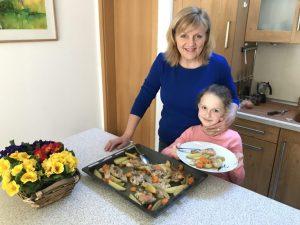 Read more about the article Kuracie stehná so zeleninou a zemiakmi z jedného plechu