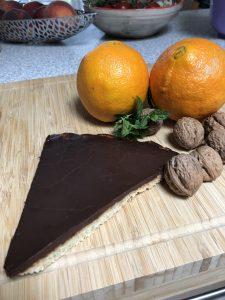Read more about the article Tenký čokoládový mandľový pomarančový koláč – tart