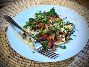 Jednoduchý zemiakový šalát so slaninou