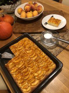 Bleskový broskyňový koláč na plech